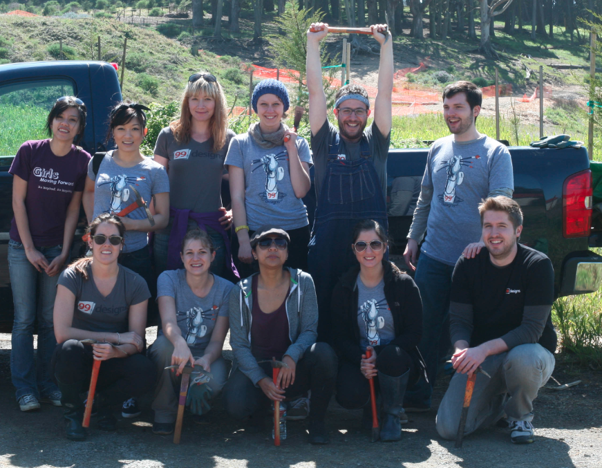 99designs staffers volunteering at The Presidio in San Francisco on a sunny Saturday
